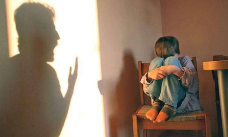 Copiii și prădătorii închiși împreună în case. Situația abuzurilor în 2020