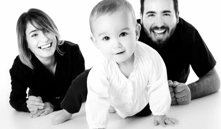 O nouă lege pentru părinții care adoptă copii. Ce se întâmplă de anul viitor