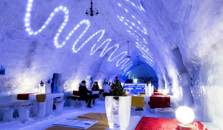 Locuri de poveste din România: Hotelul de gheață