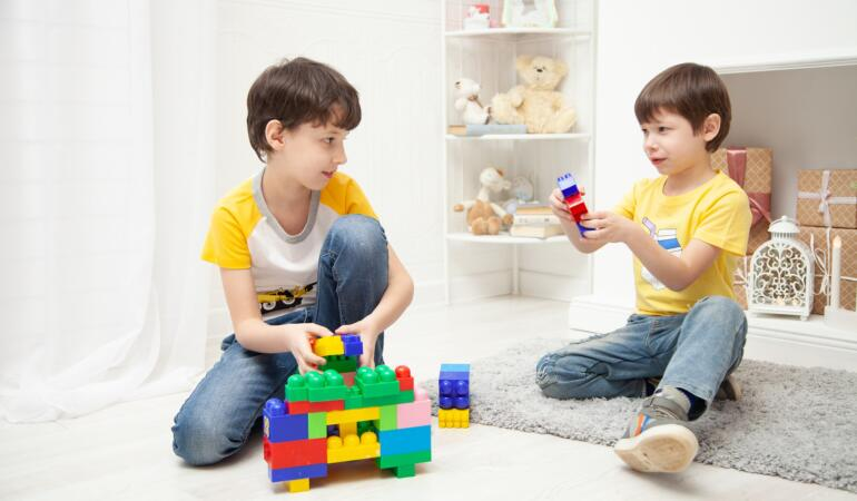 Beneficiile pe care le aduc jucăriile educative