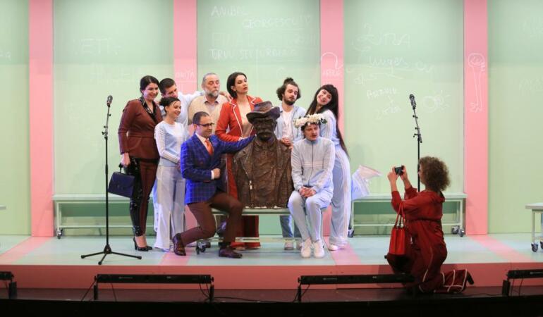 """Înapoi în sala de spectacol. """"Școala și familia"""" sosește în premieră la Arad"""