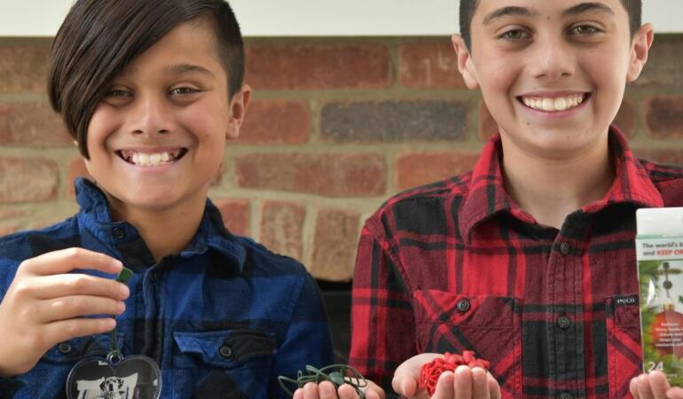 Doi copii de 12 ani au câștigat 250.000 de dolari cu un produs creat de ei