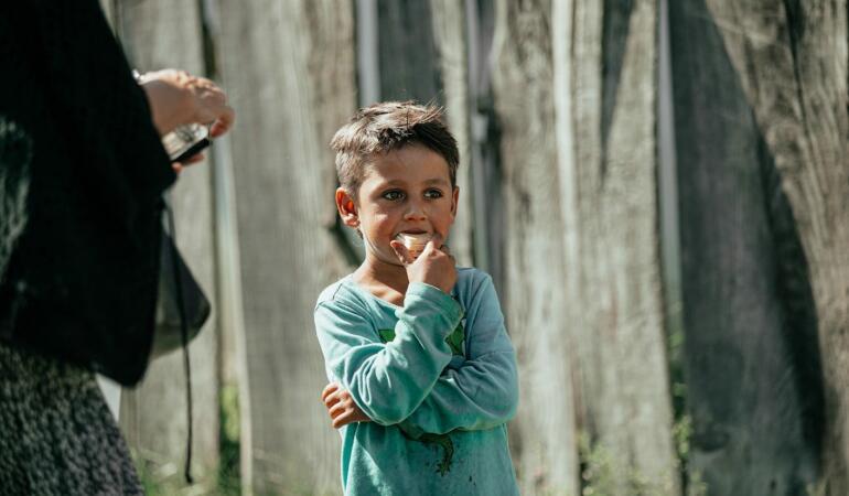 Prețul unei generații. Cum se pot întoarce la școală cei mai săraci copii din lume