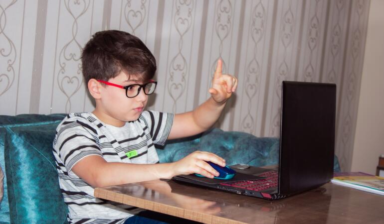 ISJ Timiș a găsit soluții pentru elevii care nu-și pot încheia mediile