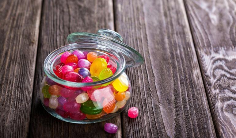 Tradiție. Copiii primesc bomboane doar sâmbăta. Unde se întâmplă asta?
