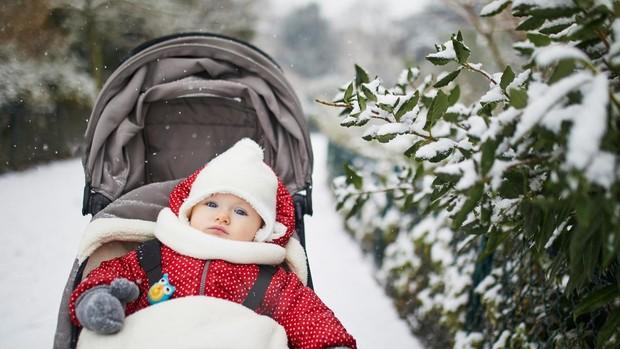 Copiii şi gerul: De ce este bine să ieșim cu copiii afară când este frig?