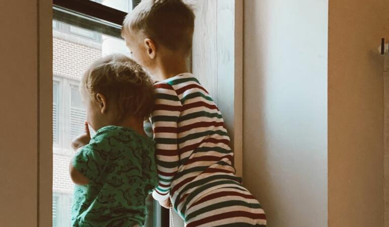 Relația între frați. Părinții nu ar trebui să sprijine competitivitatea între frați