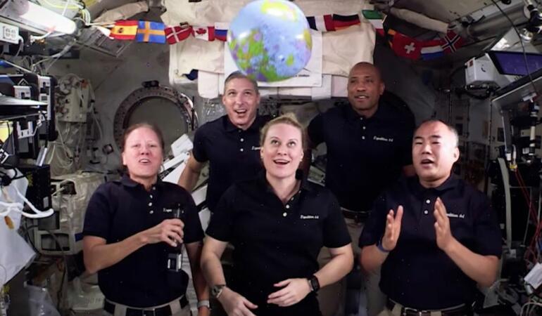 Revelionul în spațiu. Cum au sărbătorit astronauții?