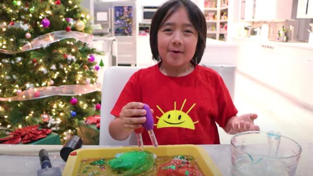 Un copil de nouă ani este cel mai bine plătit youtuber al anului 2020
