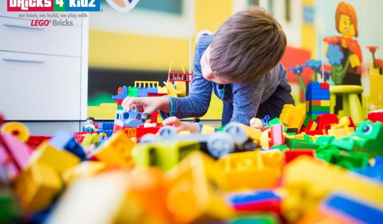 Jucăriile pentru copiii de vârstă mică pe care majoritatea părinților români le adoră