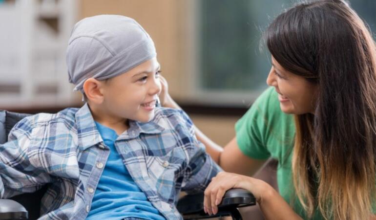 Ziua Internațională a Copilului Bolnav de Cancer. Aflați câți micuți suferă de aceasta boala în țară și în lume