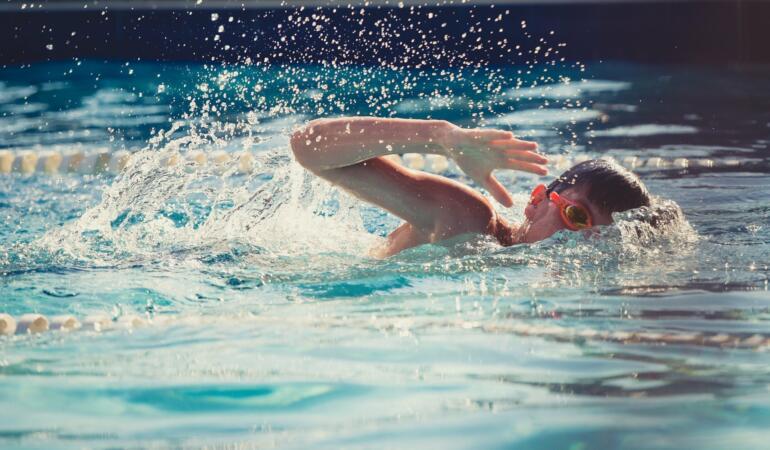 Alba Iulia: Cursuri gratuite de înot pentru elevii din clasa I și a II-a