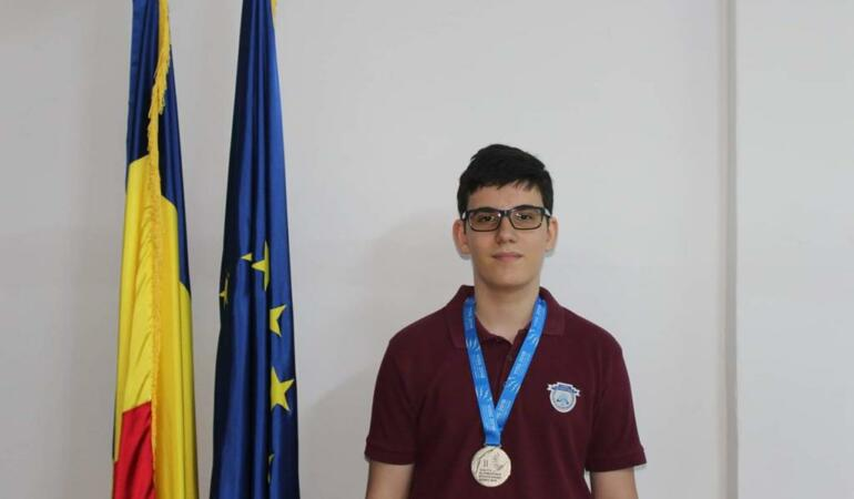 Interviu EXCLUSIV cu Alexandru Gîrban, elevul admis la Cambridge