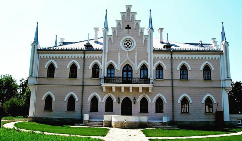 """Locuri de poveste din România: Palatul """"Alexandru Ioan Cuza"""" de la Ruginoasa"""