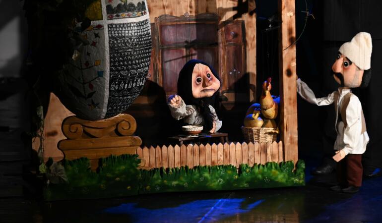 """Boieri mari și… mici! """"Punguța cu doi bani"""", pe scena Trupei Marionete Arad"""