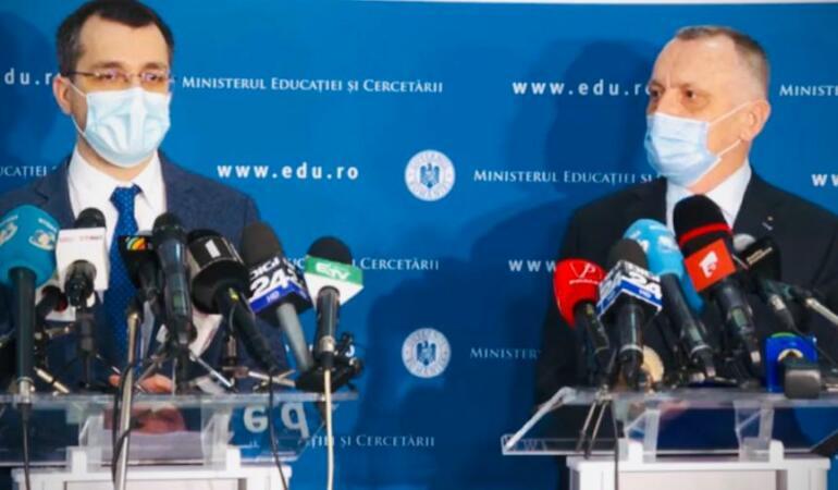 Ultimele noutăți privind începerea școlii. Doi miniștri au oferit detalii