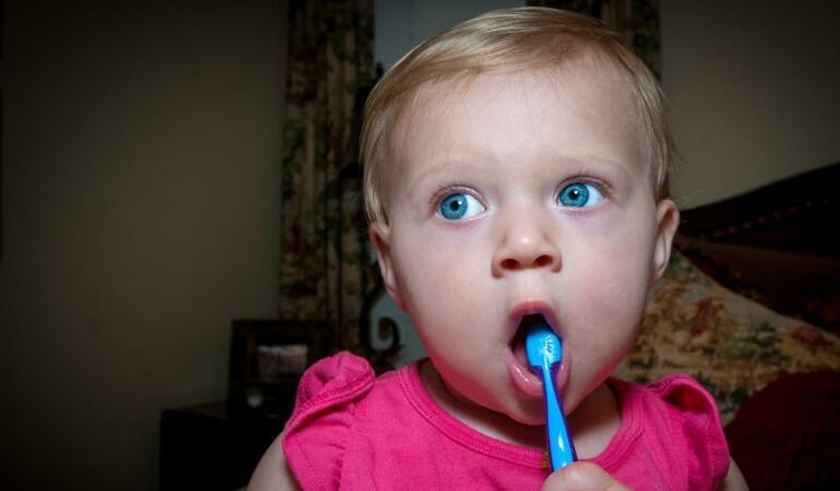 Care sunt cele mai bune modele de periuțe de dinți pentru bebeluşi