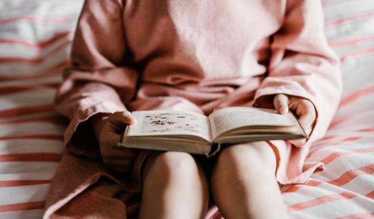 Șase povești pentru copii curioși. Ce cărți trebuie să citească micuții