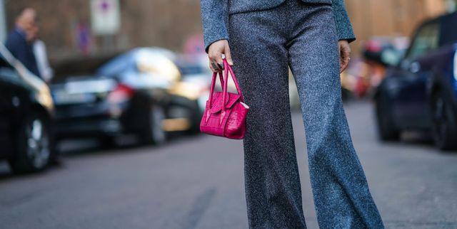 IN TREND: Pantalonii evazaţi cu talie înaltă au revenit la modă