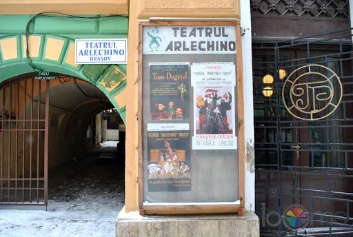 Brașov – Teatrul Arlechino vă invită la un spectacol în premieră în acest weekend