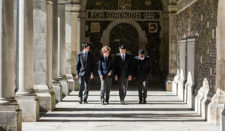 Fetele vor putea studia la Winchester College