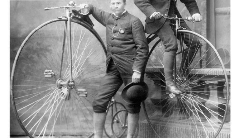 """""""Cu bicicleta prin alte timpuri"""", o nouă expoziție la Palatul Suțu"""