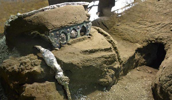 Nouă descoperire într-un oraș din Italia. Arheologii au găsit un car de ceremonie