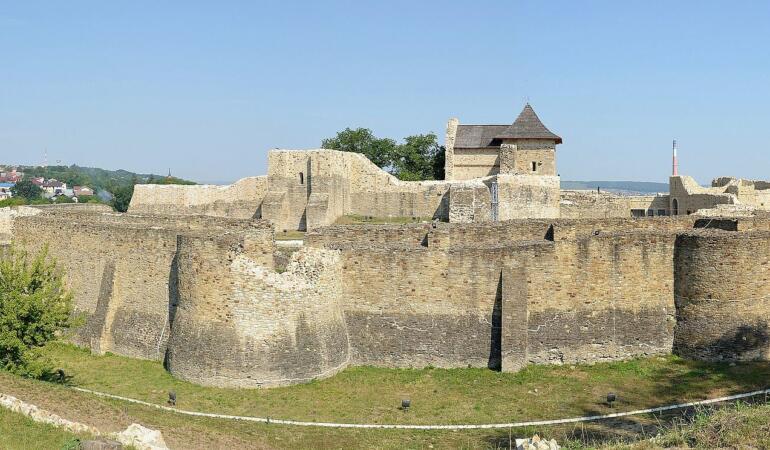 Hai pe ZOOM cu clasa la Cetatea de Scaun a Sucevei!