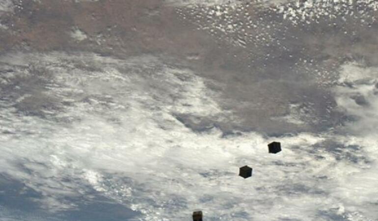 Copiii spanioli au botezat un nanosatelit care va decola în curând