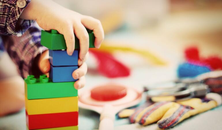 Jucăriile copiilor conțin substanțe toxice. Foarte multe din ele. Semnal de alarmă