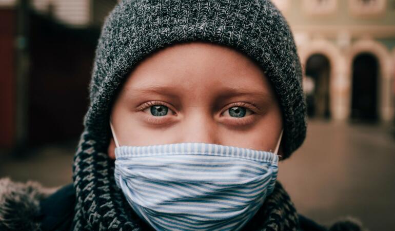 Copiii sunt mai rezistenți împotriva COVID-19. Ce spun cercetătorii