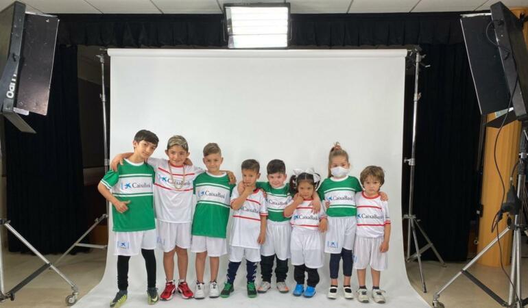 Copiii spanioli fac poze cu fotbaliștii preferați. Totul virtual