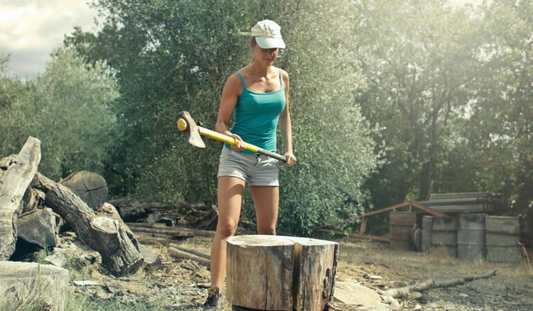 Un studiu arată că fetele lucrează mai mult în gospodărie. De ce se întâmplă asta
