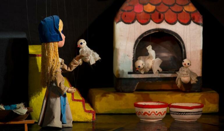 """""""Cenușăreasa"""", o poveste spusă de Trupa Marionete"""