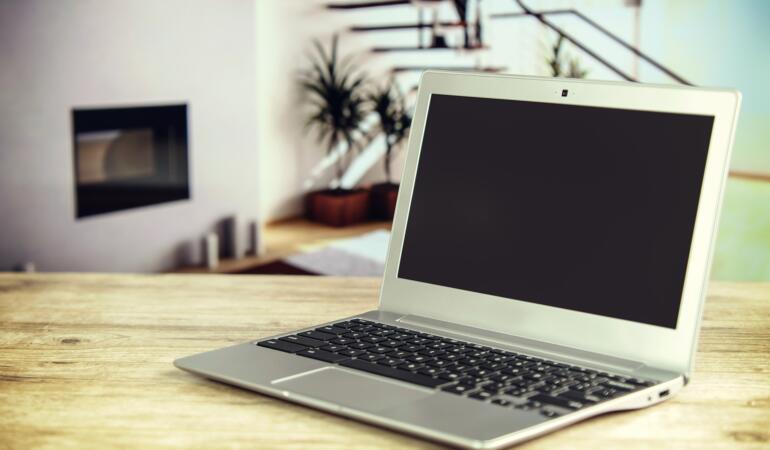 Laptopurile primite de elevi ar putea fi folosite și după pandemie