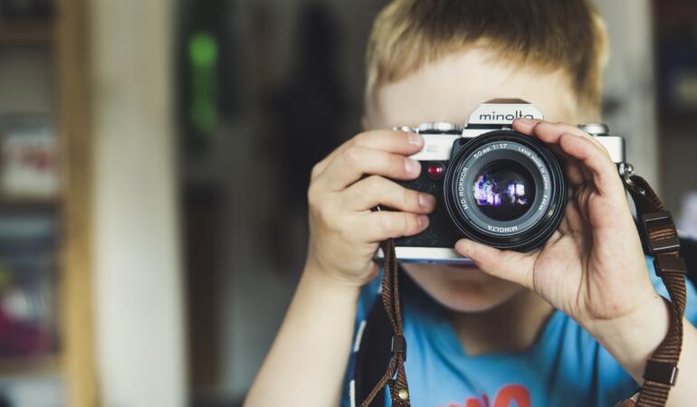 Tinerii și copiii, invitați să surprindă frumosul printr-un concurs de fotografie