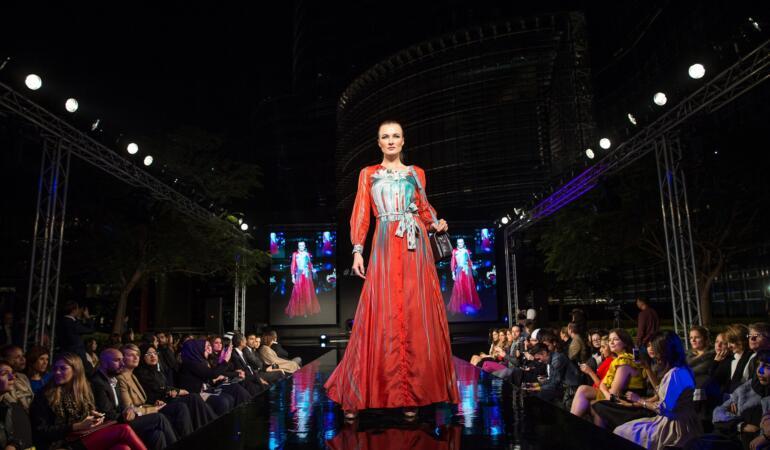 IN TREND: cinci tendințe ciudate în modă de-a lungul istoriei