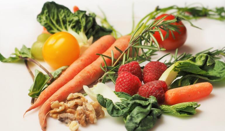 10 fructe și legume pe care le puteți da copiilor fără să fie neapărat bio