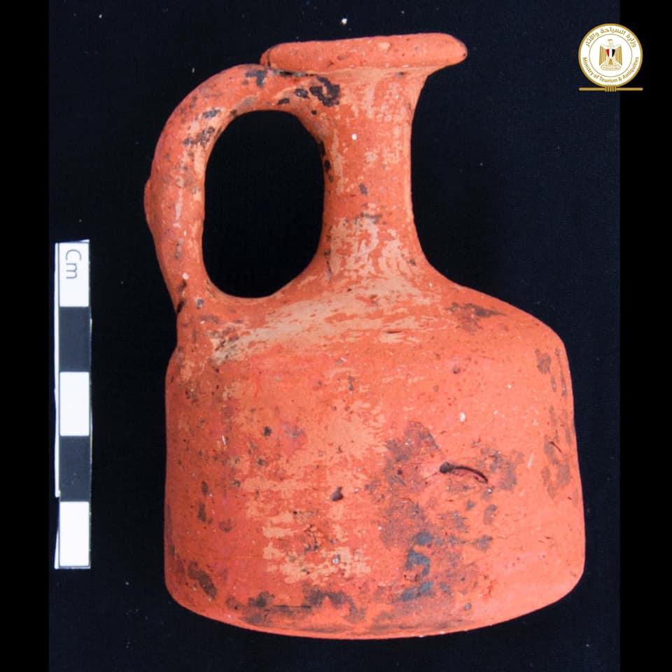 Zeci de morminte rare descoperite de arheologi