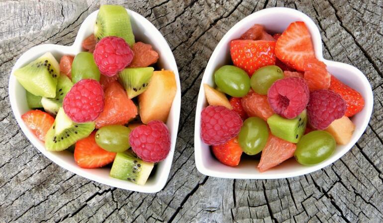 Copii, mâncați fructe, sunt sănătoase! Un program inițiat de UVVG