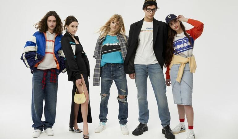 IN TREND. Hainele anilor '90 sunt la modă printre tinerii care nici nu erau născuți atunci