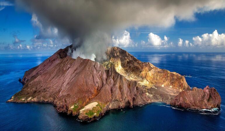Erupții vulcanice pe toată planeta. Tot ce trebuie să știți despre acest fenomen