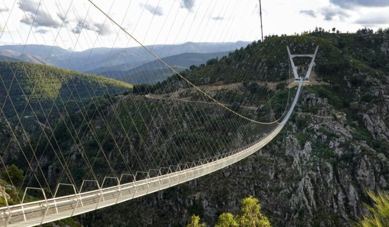 Cel mai lung pod pietonal suspendat din lume s-a deschis în Portugalia