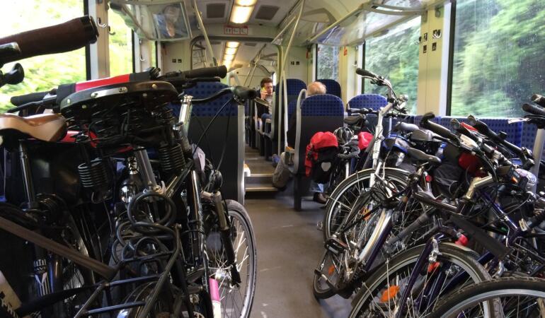 Cu bicicleta în tren. Cât costă și care sunt condițiile