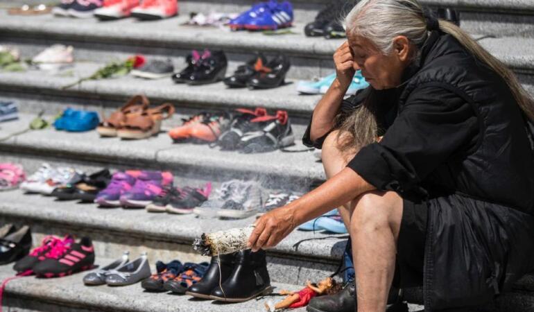 Fotografii impresionante. Zi de doliu în Canada pentru moartea a 215 copii indigeni