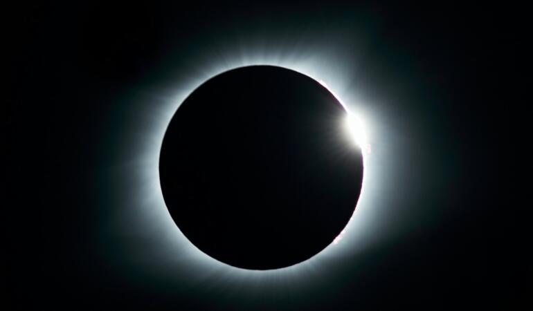 Eclipsă parțială de soare. Va fi vizibilă și din România