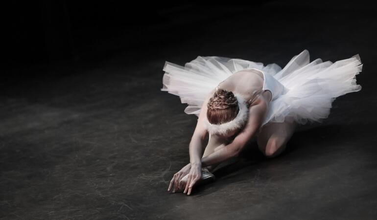 """Povestea din spatele celebruluispectacol de balet """"Lacul lebedelor"""""""