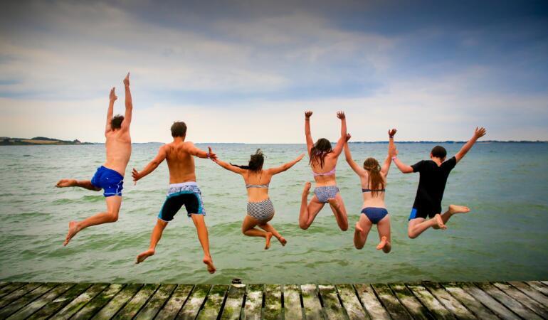 IN TREND: Ce purtăm la plajă în acest an. Costume de baie la modă