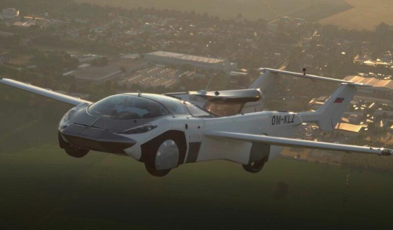 O mașină zburătoare a finalizat cu succes primul zbor. Este acesta viitorul?