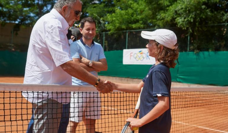 Marele tenismen Ion Țiriac îi învață tenis, gratis, pe copii